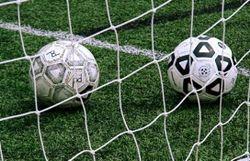 un footballeur de 12 ans suspendu deux ans pour avoir frappe l 39 arbitre