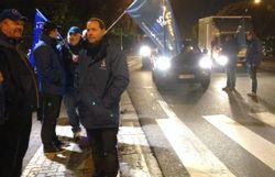 circulation difficile a tournai les policiers ont distribue des tracts pour defendre leur pension