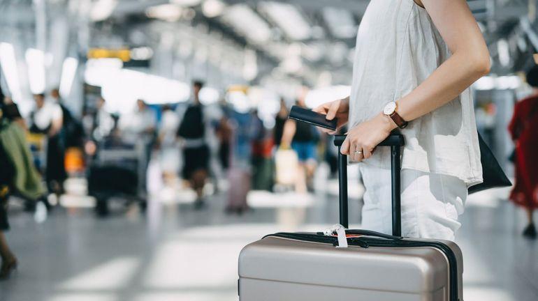 """Les voyageurs rentrant en Belgique ont déjà rempli 246.000 formulaires """"Passenger Locator"""""""