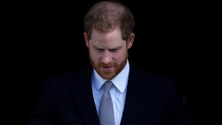 """Le prince Harry se dit """"triste"""" du """"Megxit"""", mais espère """"une vie plus paisible"""" (vidéo)"""