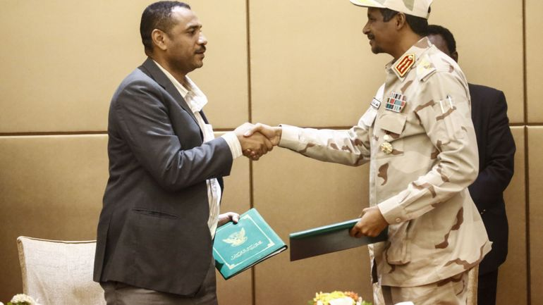 Soudan: la contestation et le Conseil militaire signent l'accord de transition