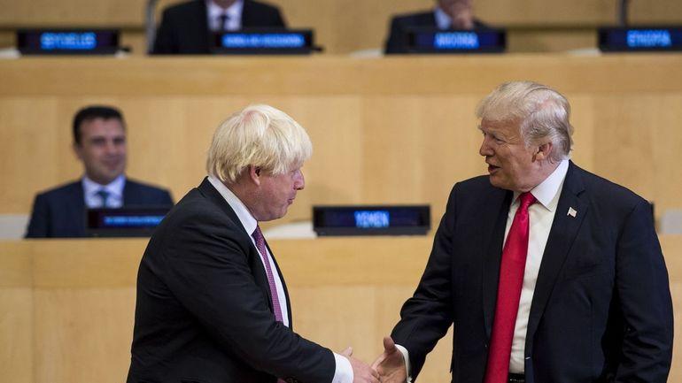 """Donald Trump rend hommage à son """"ami"""" Boris Johnson, qui a démissionné à cause du """"soft Brexit"""""""