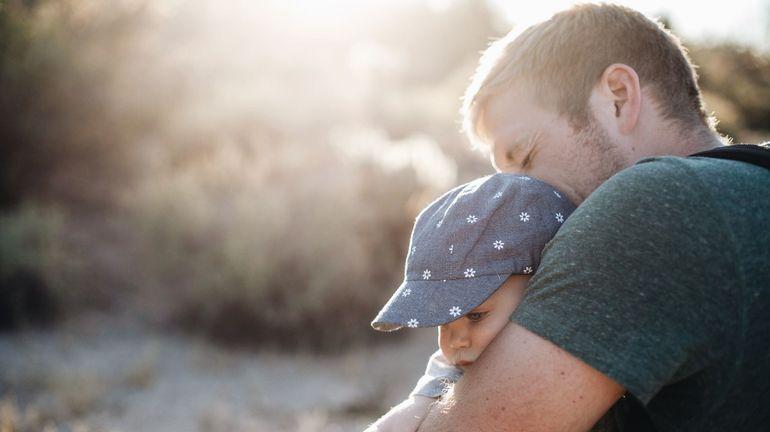 """La Suisse vote pour un congé de paternité de deux semaines: """"Il a fallu 20 ans"""""""