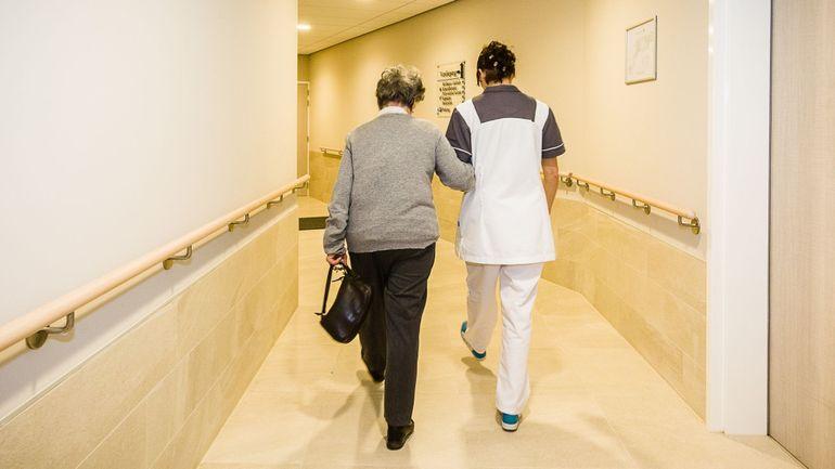 """Coronavirus: """"Mobilisons les hôtels pour accueillir les résidents contaminés des homes bruxellois"""""""