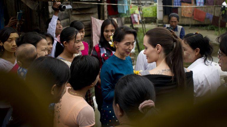 Birmanie: Angelina Jolie et Aung San Suu Kyi aux côtés des travailleuses du textile