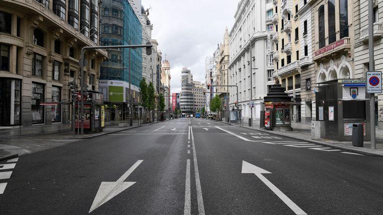 Coronavirus en Espagne: le pays déplore maintenant plus de 9000 morts, mais la pandémie ralentit