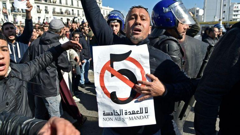 Des centaines de manifestants à Alger contre un cinquième mandat de Bouteflika