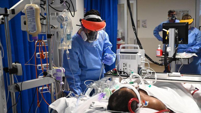 Coronavirus en Belgique: une baisse subite des hospitalisations en soins intensifs due à une erreur d'encodage