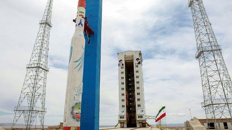 """L'Iran lancera """"dans les prochaines heures"""" un satellite d'observation scientifique"""