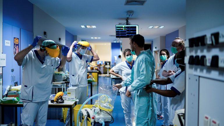 """Coronavirus en Belgique: """"Le sacrifice a ses limites"""", le personnel soignant à bout de souffle"""