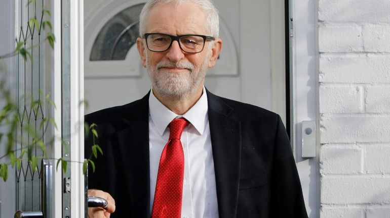 Elections au Royaume-Uni: Corbyn s'excuse après la défaite historique du Labour