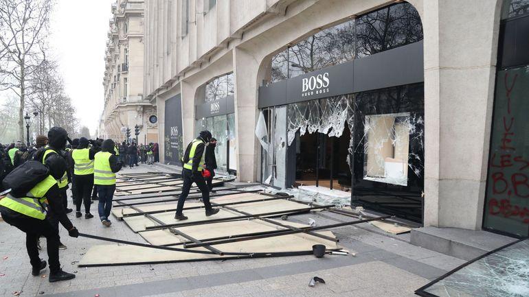 Gilets jaunes en France: le vandalisme a coûté 200 millions d'euros aux assureurs