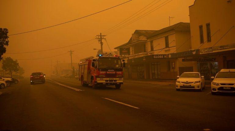 Incendies en Australie: des milliers de personnes bloquées sur les plages pour le Nouvel An