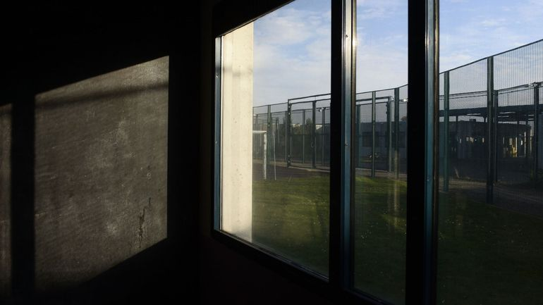 Augmenter les places en centres fermés pour les migrants en transit: une priorité du gouvernement