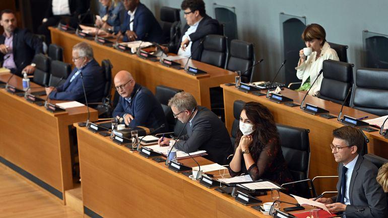 Coronavirus en Belgique : retours des zones rouges, la quarantaine obligatoire adoptée par le parlement wallon