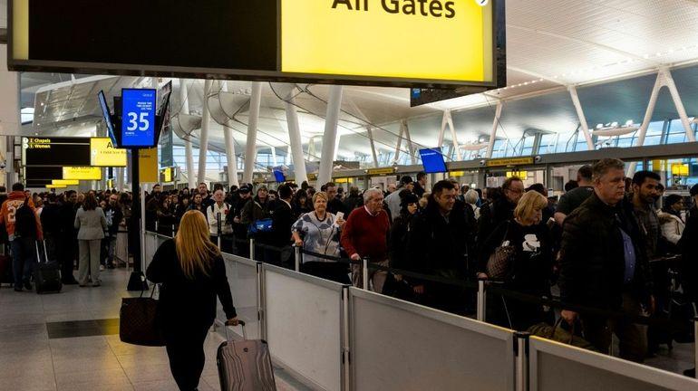 Virus chinois: trois aéroports américains vont dépister les passagers venant de Wuhan