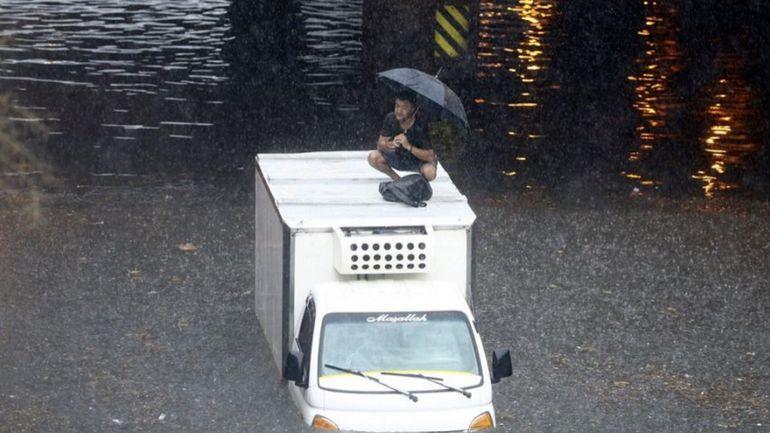 Turquie : un mort dans des pluies diluviennes à Istanbul