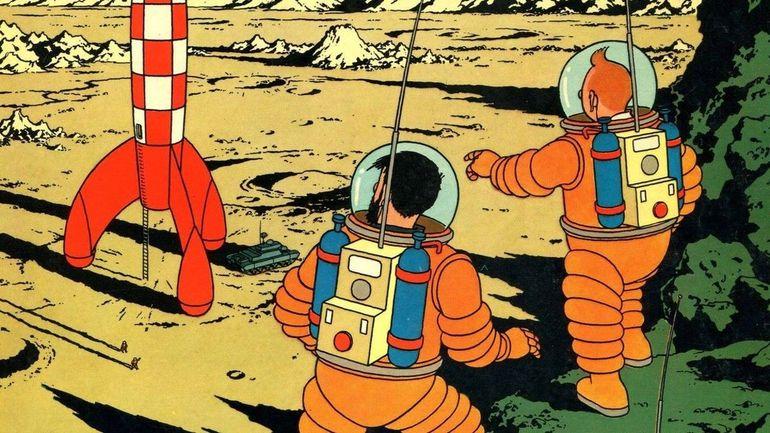 """L'album de Tintin """"On a marché sur la Lune"""" dédicacé par l'équipage d'Apollo 11 mis aux enchères à Cannes"""