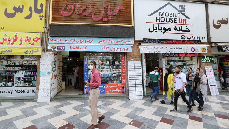 """Iran: pic de nouveaux cas de coronavirus, un ministre déplore l'""""imprudence"""" de la population"""