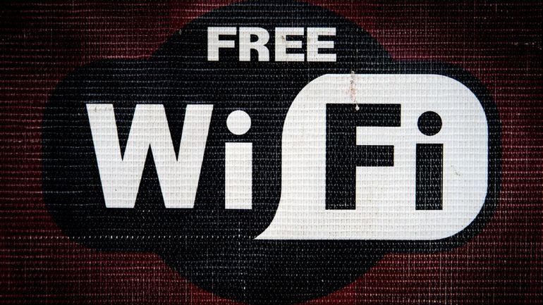 Utiliser les réseaux Wi-Fi publics en vacances? Un sport à haut risque