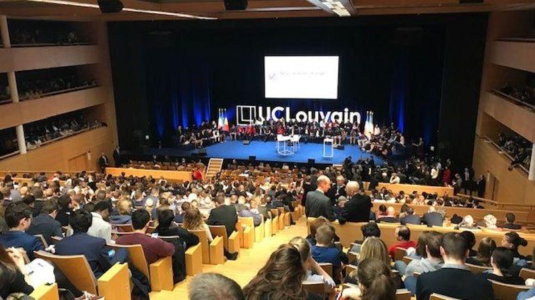 Suivez en direct le débat entre Emmanuel Macron, Charles Michel et des étudiants de l'UCLouvain