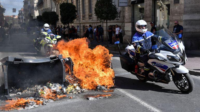 France: dégradations et voiture de police incendie lors d'une manifestation de gilets jaunes à Montpellier