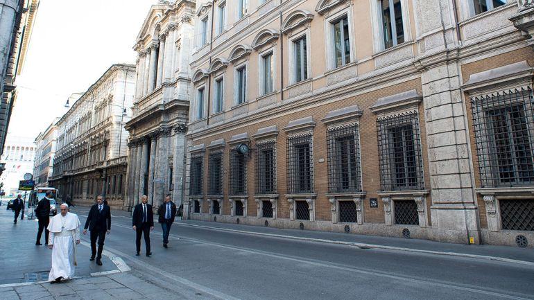 Le coronavirus s'invite dans la résidence du pape François, le Vatican vers le lockdown ?