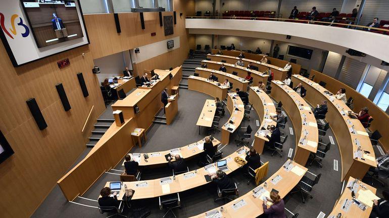 Coronavirus: le Parlement de FWB octroie pour six mois les pouvoirs spéciaux au gouvernement