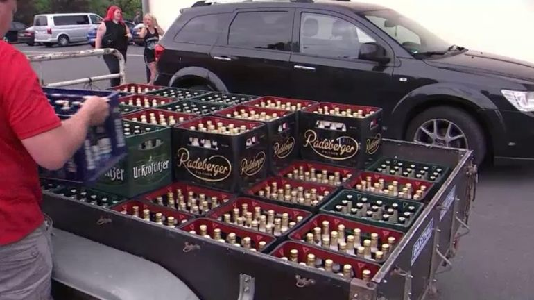 Les habitants d'un village allemand achètent tout le stock de bière pour mettre à mal un festival néo-nazi