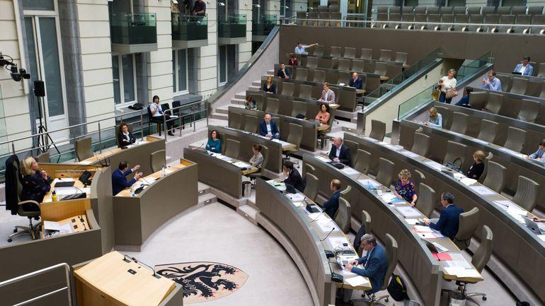 Quarantaine au retour de vacances d'une zone à risque : en Flandre, des amendes sont prévues en cas de non-respect