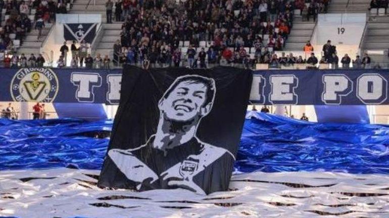 """Disparition du footballeur Emiliano Sala: le pilote de l'avion n'était """"pas habilité à voler la nuit"""""""