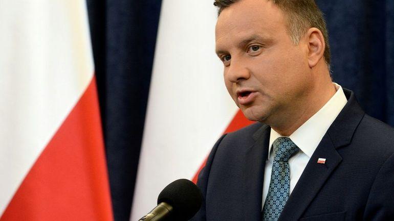 Pologne: après 2 veto, le président approuve une autre loi controversée sur la justice