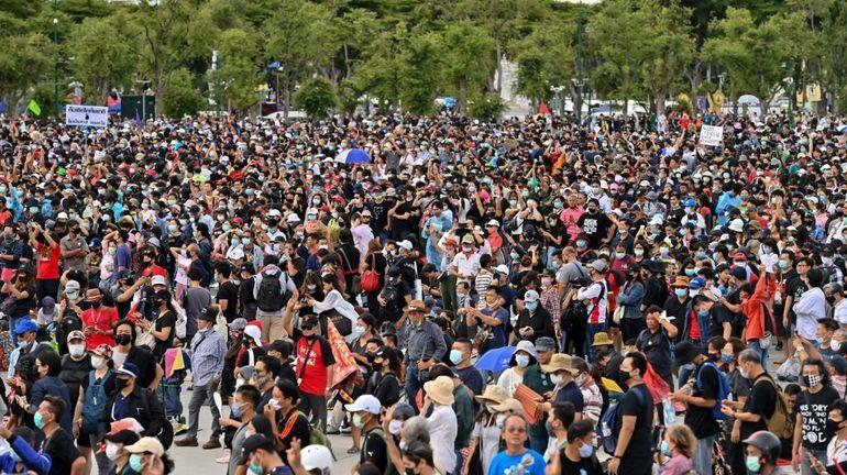 Bangkok : des milliers de manifestants pour une démonstration de force contre le gouvernement