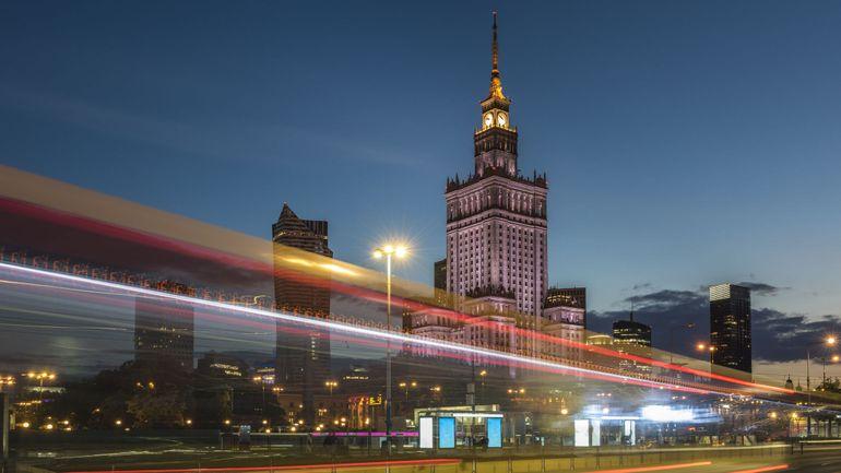 Coronavirus: le gouvernement polonais mis en quarantaine après le test positif d'un ministre