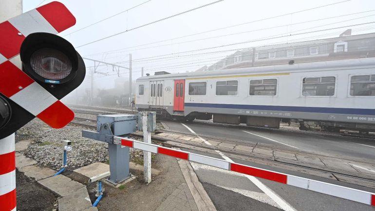 """Une """"Warning Box"""" en test pour un mois à un passage à niveau proche de la gare d'Ottignies"""