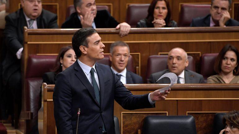 Espagne: Pedro Sanchez réélu pour une législature qui s'annonce incertaine