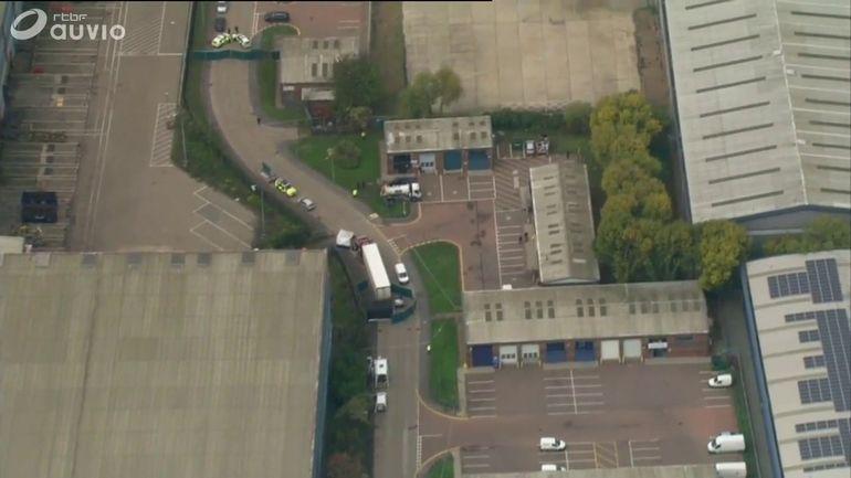 Grande-Bretagne: 39 corps découverts dans un camion, le conducteur arrêté