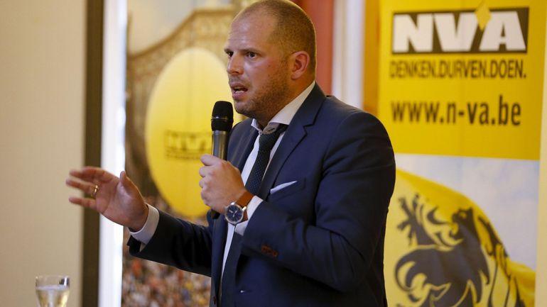 """Theo Francken dénonce le """"déficit démocratique"""" de la nouvelle coalition et menace l'Open VLD d'une """"guerre totale"""""""