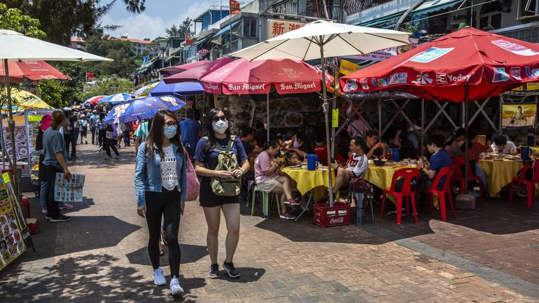 Coronavirus : Hong Kong assouplit les restrictions et rouvre bars, cinémas et salles de sport