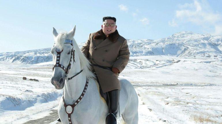 Corée du Nord: intenses spéculations après la diffusion d'images de Kim Jong Un se promenant sur un cheval blanc