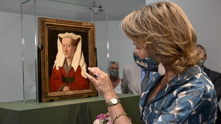 La reine Mathilde visite l'exposition Van Eyck au musée Groeninge de Bruges