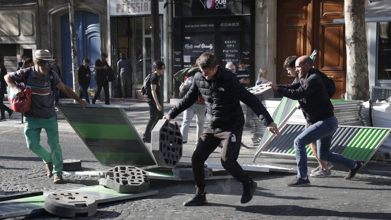 Gilets jaunes: plusieurs centaines de manifestants à Paris, 39 interpellations