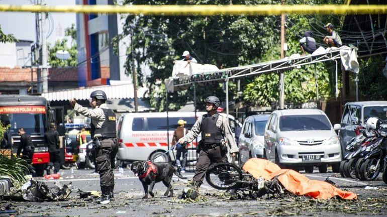 Indonésie: attentat suicide contre une base de la police de Surabaya