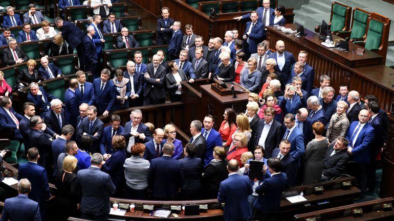 Pologne: démission du président du parlement, accusé sur ses déplacements en avion