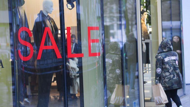 La baisse des prix à la consommation en août est due au report des soldes