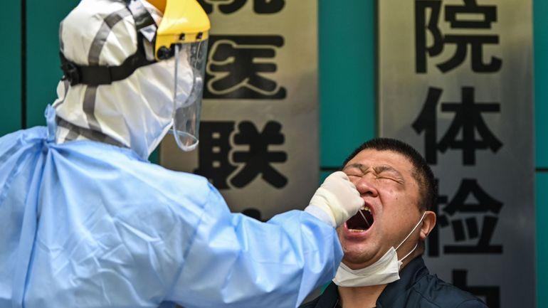Coronavirus en Chine: le bilan du virus révisé à la hausse avec près de 1300 morts supplémentaires