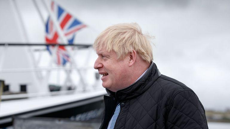 """Asile et migration : Boris Johnson s'en prend aux traversées illégales """"stupides"""" de la Manche"""