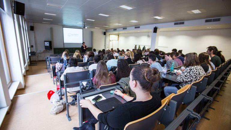 Bourses d'études: le gouvernement de la Fédération Wallonie-BXL efface l'ardoise