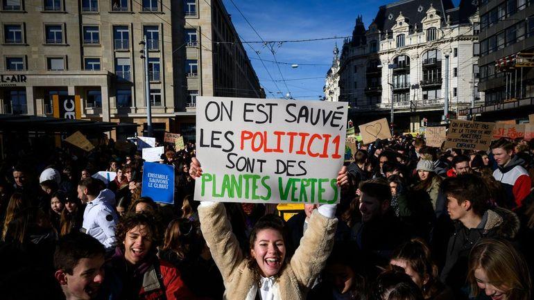 """""""Soyez plus ambitieux dans vos politiques climatiques"""": 3.400 scientifiques soutiennent l'appel des jeunes"""