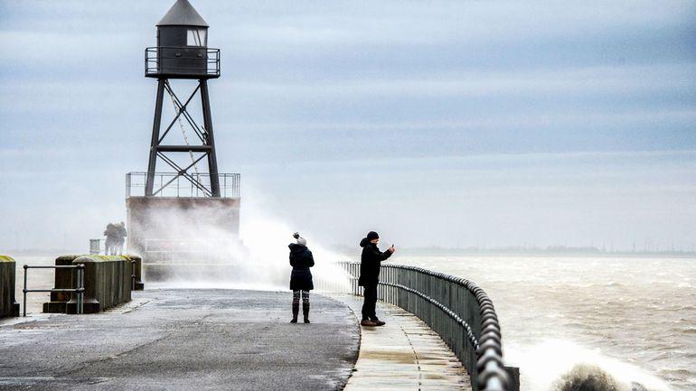 Royaume-Uni, France, Allemagne : la tempête Ciara se déchaîne sur l'Ouest de l'Europe